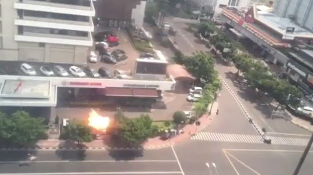 jakarata bomb blast killed several people in front of starbucks cafe