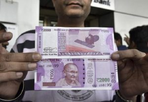 Govt official takes bribe in Rs 2000 notes