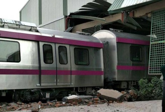 delhi driverless metro accident